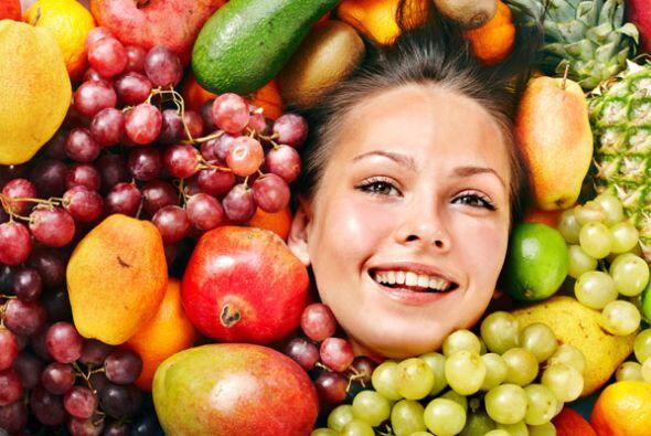 El consumo de frutas como las manzanas, naranjas, piñas y papayas, así c...