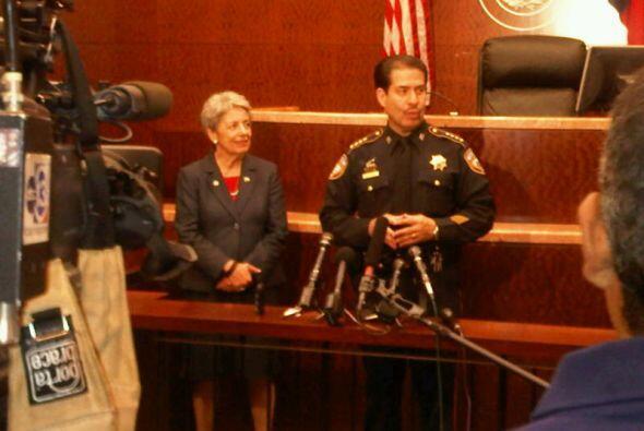 La Fiscal General de Distrito del Condado Harris Pat Lykos y el Alguacil...
