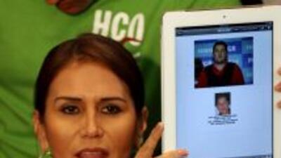 La abogada deFélix Beltrán León muestra a la prensa las diferencias fís...