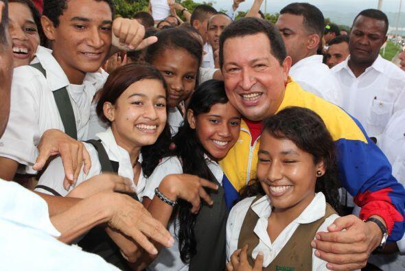 El presidente Chávez llegó un poco retrasado con  Ssantos, ya que se det...