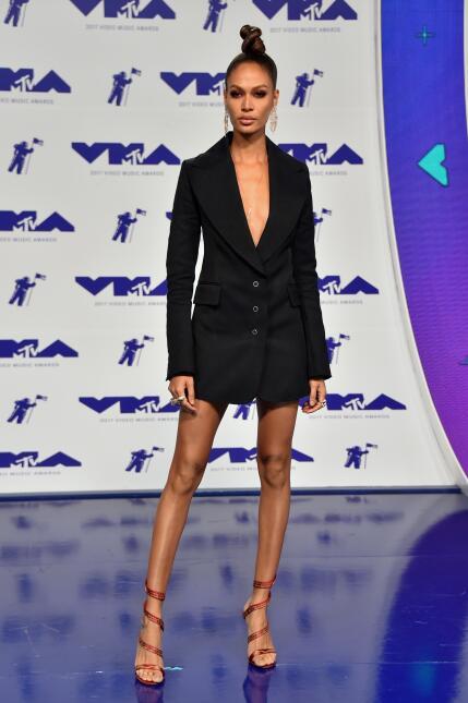 Luis Fonsi junto a Joan Smalls, bella modelo puertorriqueña  y ángel de...