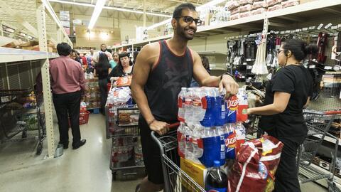 Residentes del suroeste de Houston se quejan de manipulación de precios...