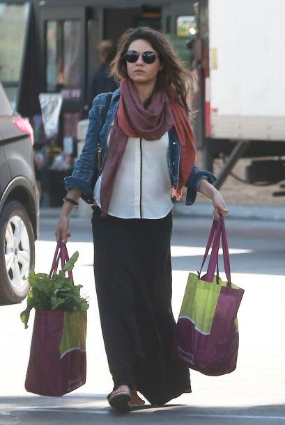 Mila Kunis está disfrutando el máximo de su embarazo. Mira aquí los vide...