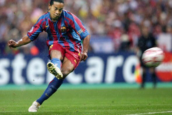 Ronaldinho era la figura de ese Barcelona, pero en este juego tuvo un ro...