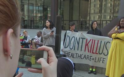 Activistas se manifiestan contra el plan de salud republicano en la Plaz...