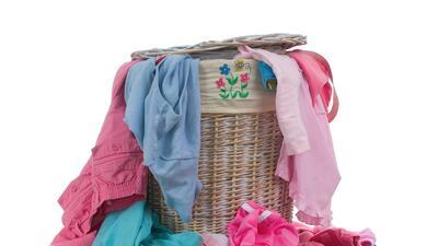 Te mostramos cómo reparar tu ropa dañada, para que quede como nueva. Sal...
