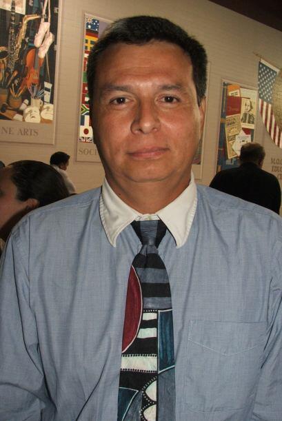 William José Reyes  Es de origen nicaragüense y trabaja instalando anten...