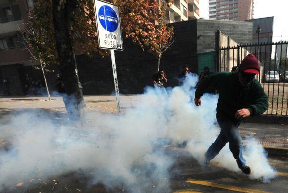 Las universidades públicas de Chile no son gratuitas y se ingresa a ella...