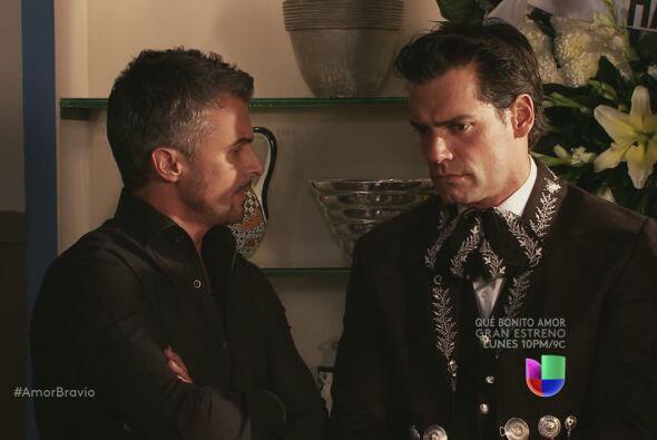 Dante le dice a Daniel que Miriam está bien, parece que algo le cayó mal...