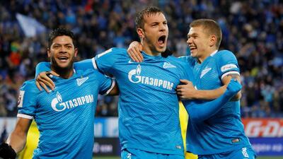 Artem Dzyuba celebrando un gol con sus compañeros Hulk y Oleg Shatov del...