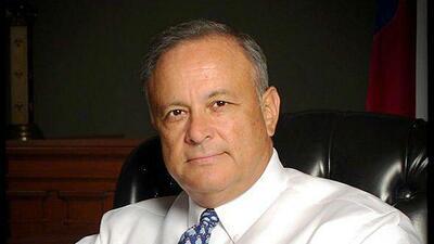 Carlos Cascos, mexicano naturalizado americano, tomó posesión del cargo...