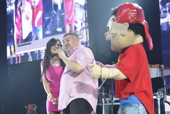 """Mientras Turky seguía coqueteando con las """"ladies"""", Pepito aprovechaba p..."""