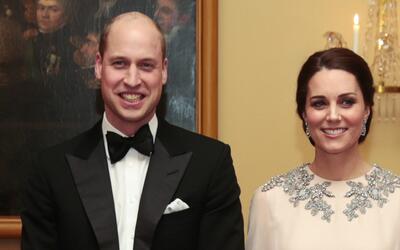 Los duques de Cambridge recibieron este lunes, 23 de abril, a su tercer...