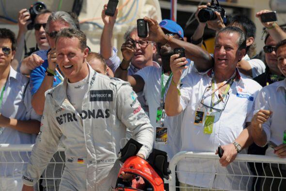 El experimentado Michael Schumacher también subió al podio en Valencia.