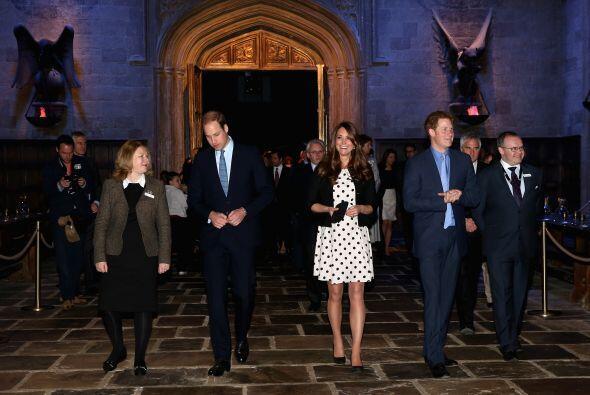 Y serán muy de la realeza, pero estos tres quedaron maravillados, se les...