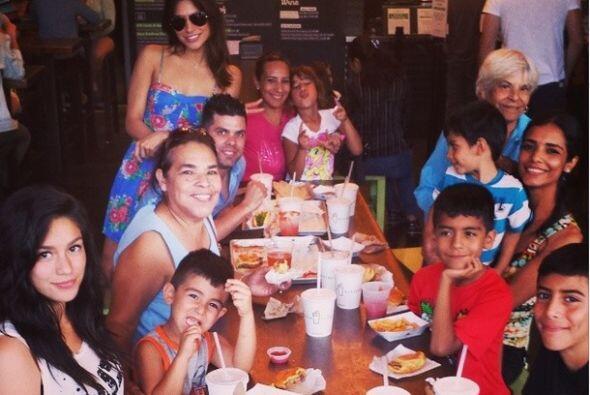 Alejandra sabe que no existe nada mejor que disfrutar a la familia y rev...