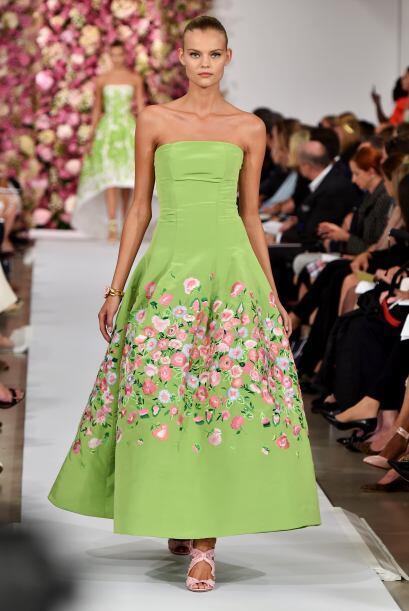 El verde limón fue uno de los preferidos en la confección de estos vesti...