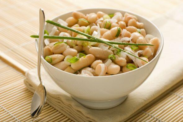 Si prefieres algo más contundente, utiliza 'baked beans' con salsa de to...
