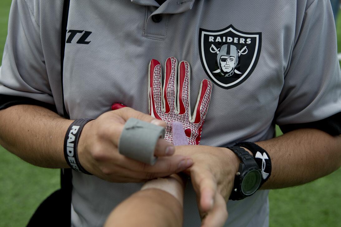 La NFL en México: diversión para fanáticos y para leyendas AP_1632061396...
