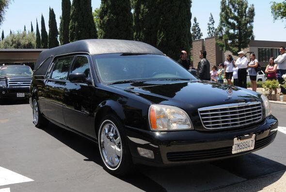 El cortejo fúnebre con los restos de Juan Sebastián fue acompañado de am...