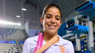 La clavadista mexicana Alejandra Orozco logra el oro en parejas mixtas.