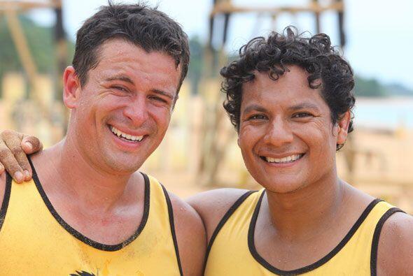 Después del juego Oscar y Jonathan se despidieron como grandes amigos......