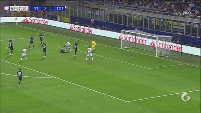 Handanovic vuelve a salvar al Inter tras una jugada confusa