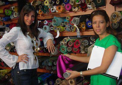 Giselle Blondet visitó una tienda de telas con la diseñado...
