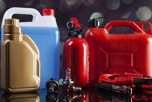 Es recomendable verificar el nivel de todos los fluidos del vehículo ant...