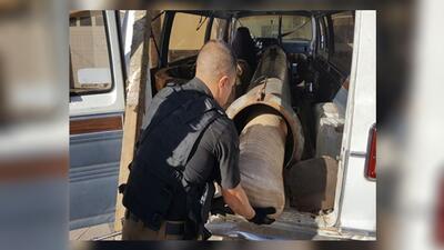 La bazuca encontrada dentro de una camioneta en Agua Prieta, Sonora.