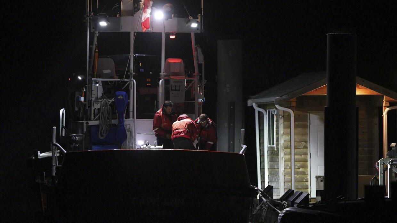 Buscan a sobrevivientes del barco que naufragó en Canadá