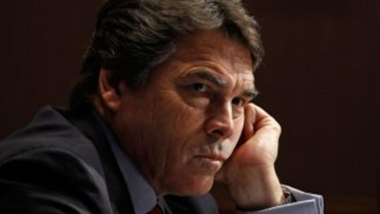 El gobernador de Texas, Rick Perry, dice que los carteles mexicanos han...