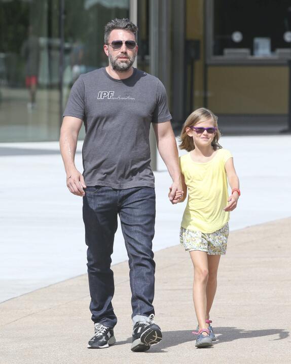 Se ve que estar acompañado de su hija le hace bien.