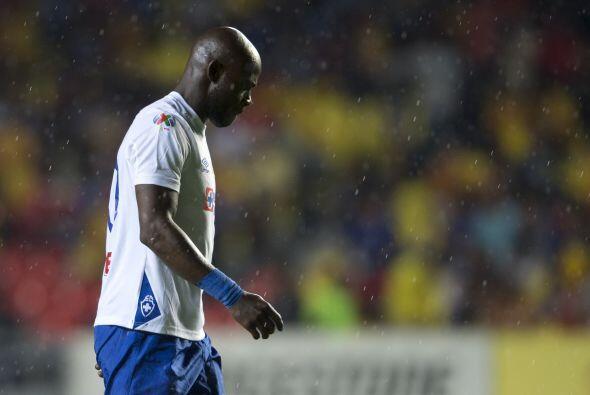 De mantenerse con Cruz Azul, el camerunés Achille Emaná tendrá que pagar...