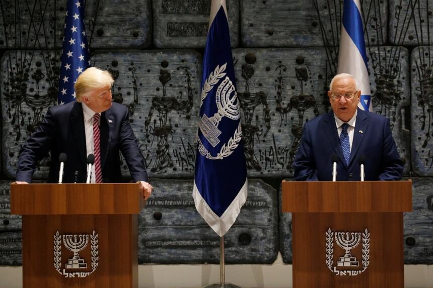 Donald Trump y Reuven Rivlin, presidente de Israel, en una declaración c...