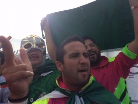 La fanaticada mexicana se reunió para apoyar a su país en...