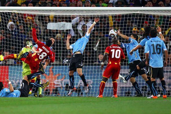 En el Mundial 2010 de Sudáfrica, el delantero se ganó la t...