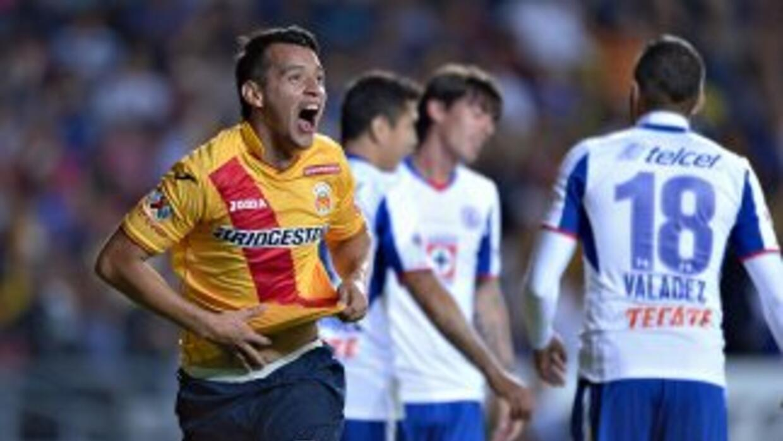 Daniel Arreola festeja el segundo gol de Morelia ante Cruz Azul.