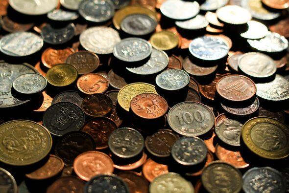 Si no las puedes conseguir entonces utiliza monedas de tu país y...