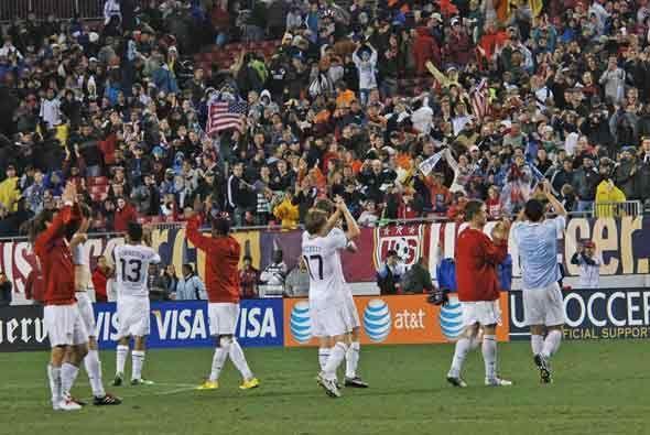Los jugadores agradecieron al final la entrega de una afición fiel que s...
