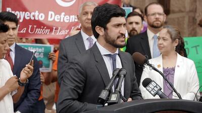 El concejal Greg Casar, de la ciudad de Austin, anuncia nuevos retos leg...