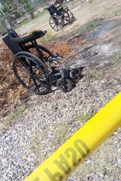 En el lugar del incendio, quedaron algunas sillas de ruedas.