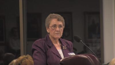 Mary Lou Bruner en una audiencia la Junta Estatal de Educación de Texas.