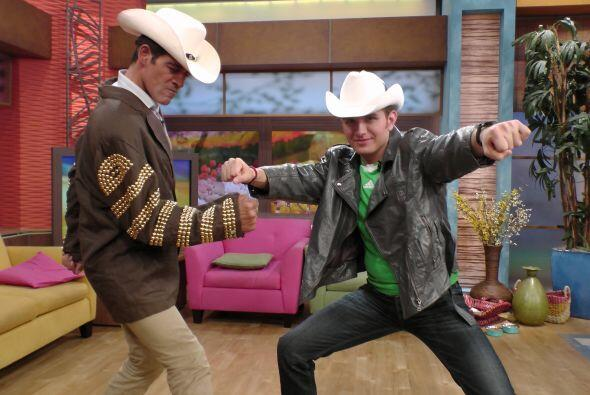 El Dasa y nuestro Johnny Lozada se enfrentaron en un divertido reto de b...