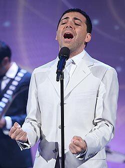 El cantante además de dedicarse a la música a vuelto a los estudios.