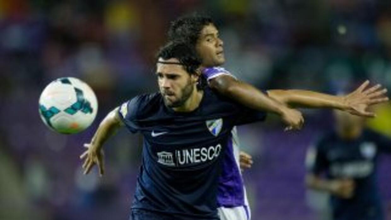 Sergio Sánchez y Humberto Osorio disputan un balón en el Valladolid cont...