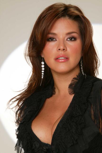 Alicia Machado cumple 21 años de ser reina de belleza AliciaMachadoPante...