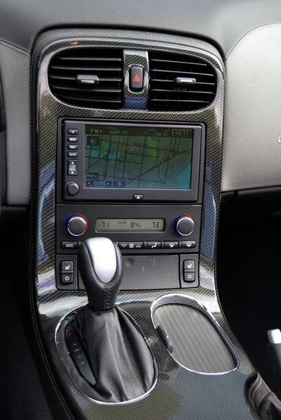 Está disponible con transmisión manual o automática de seis velocidades.