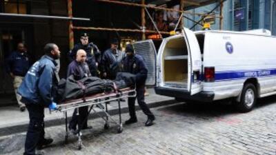 Por lo menos 13 personas murieron el sábado al accidentarse un autobús e...