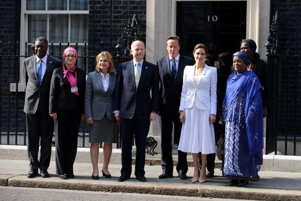 La foto de los participantes, incluyendo el Primer Ministro David Camero...